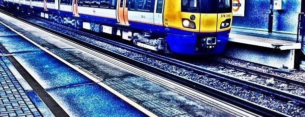 Shepherd's Bush London Overground Station is one of Orte, die Barry gefallen.