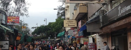 Stanley Market is one of 101个宿位,在香港见到你死之前 - 101 places in Hong Kong.