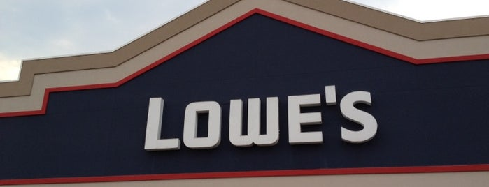 Lowe's Home Improvement is one of Tempat yang Disimpan John.
