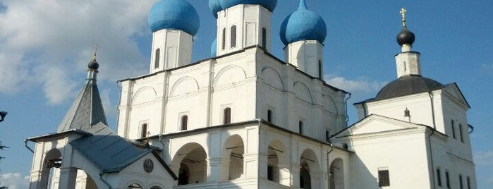 Высоцкий мужской монастырь is one of У дачи.