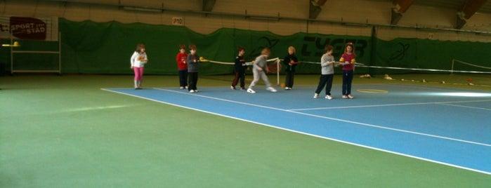 Tennis- en squashcomplex is one of Tempat yang Disukai Bongers.