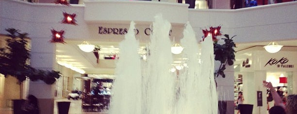 Aventura Mall Fountain is one of Miami.
