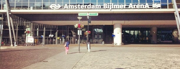 Station Amsterdam Bijlmer ArenA is one of Locais curtidos por Ralf.