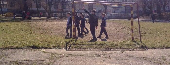 6 школа is one of Школи Чернівців / Chernivtsi Schools.