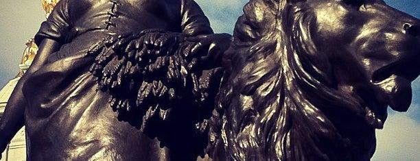 Queen Victoria Memorial is one of Trips / London.