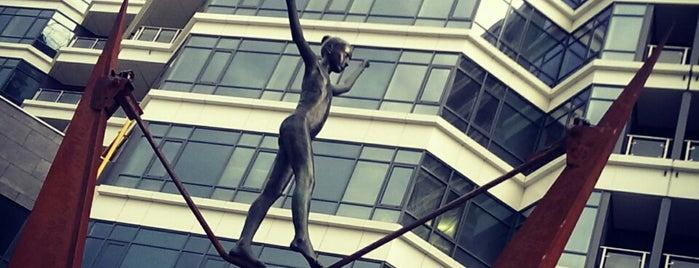 """Скульптура """"Равновесие"""" is one of Ярослав 님이 좋아한 장소."""