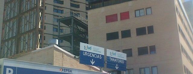 Hospital Clinico Universitario Lozano Blesa is one of สถานที่ที่ Lluis ถูกใจ.