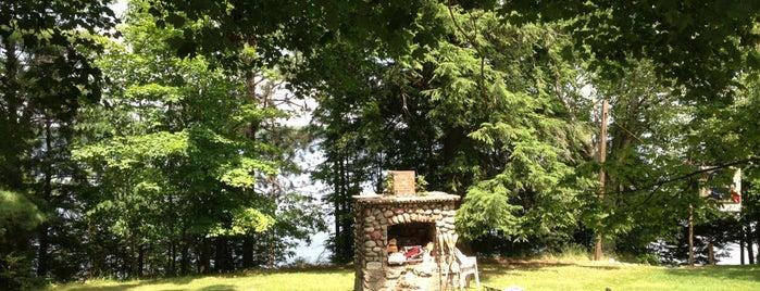 Mueller's Pickerel Lake Lodge is one of Tempat yang Disukai R.