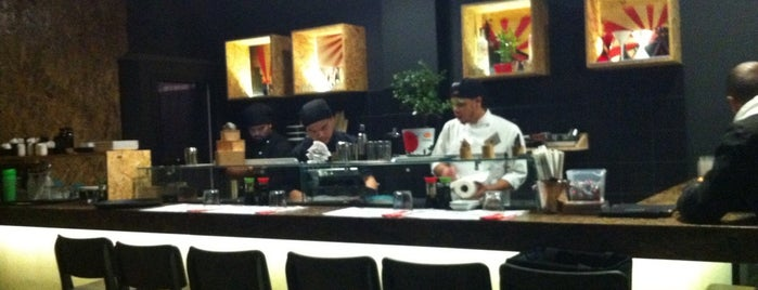 Yoshi Sushi Bar is one of Orte, die Vangelis gefallen.