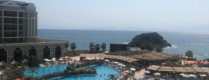 Sunis Efes - outdoor pools is one of Lieux qui ont plu à Mevlüt🎬〽⌚🌇🚘💯✔.
