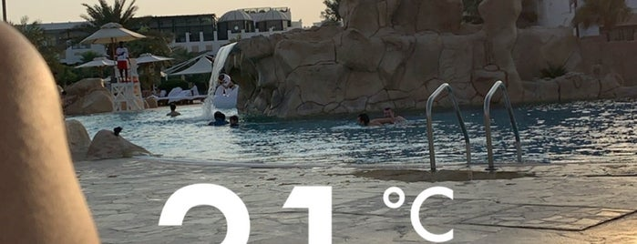 Sharq Infinity swimming Pool is one of Locais curtidos por Arwa.