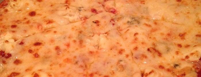 Puccini's Smiling Teeth Pizza & Pasta is one of Posti salvati di Sabrina.