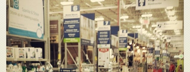 Lowe's is one of Lugares favoritos de Jerry.