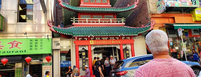SF City Guides walking tour of Chinatown is one of San Francisco Dos.