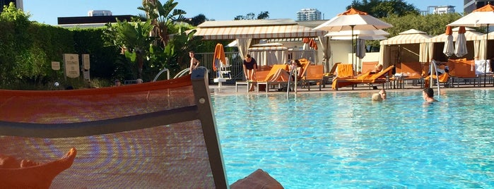 The Pool @ Hyatt Regency Century Plaza is one of Lieux qui ont plu à Patty.