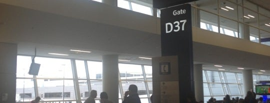 Gate D37 is one of Mary Toñaさんのお気に入りスポット.