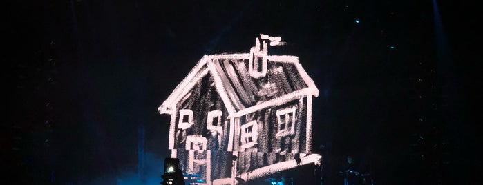 Depeche Mode World Spirit Tour is one of Lugares favoritos de Leela.