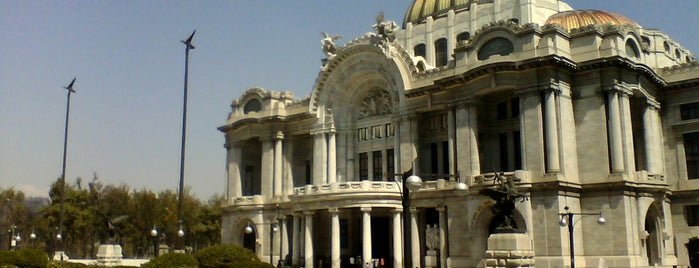 Palacio de Bellas Artes is one of Museos.