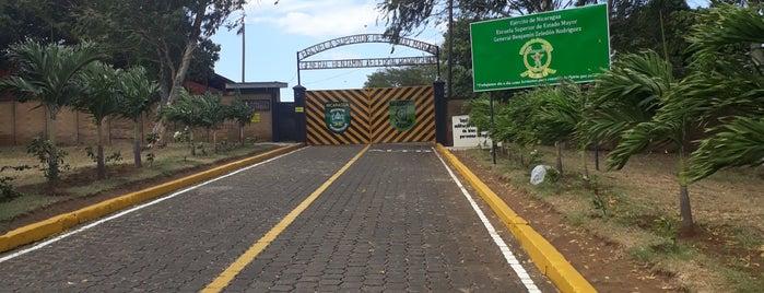 Academia Militar, Centro Superior De Estudios Militares -CSEM- is one of Tempat yang Disukai Rolando.