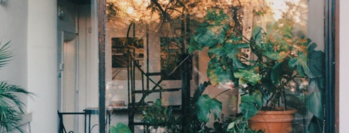 Artichoke Coffee Shop is one of Lugares favoritos de Matei.