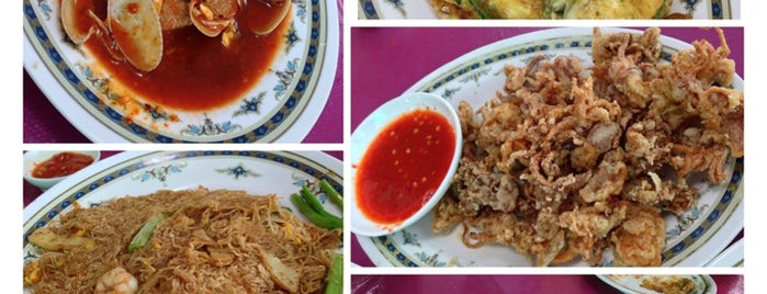 San Low Seafood Restaurant is one of JB.