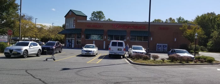 Walgreens is one of Tempat yang Disukai Jason.