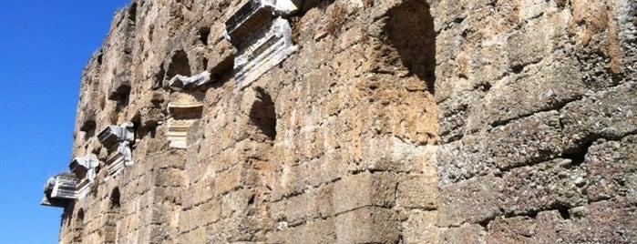 Monumental Fontain is one of Irem'in Kaydettiği Mekanlar.