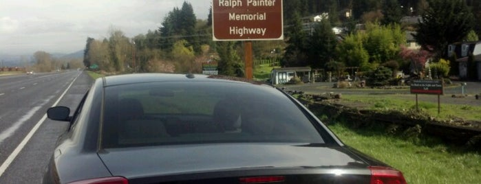 Chief Ralph Painter Memorial Highway is one of Orte, die Drew gefallen.