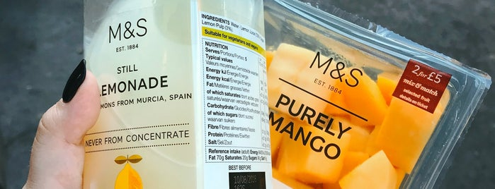 M&S Simply Food is one of Kateさんのお気に入りスポット.