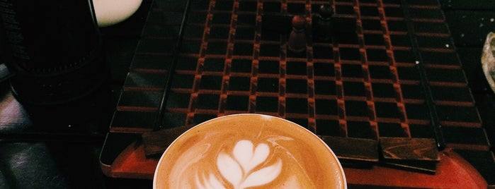 Vizor Café | کافه ویزور is one of Posti salvati di Nora.
