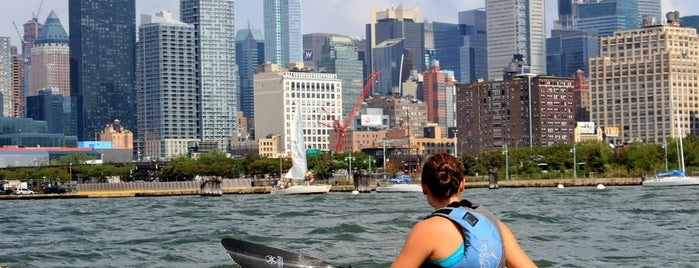 Manhattan Kayak + SUP is one of Creative Date Spots.
