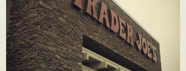 Trader Joe's is one of Estevan 님이 좋아한 장소.