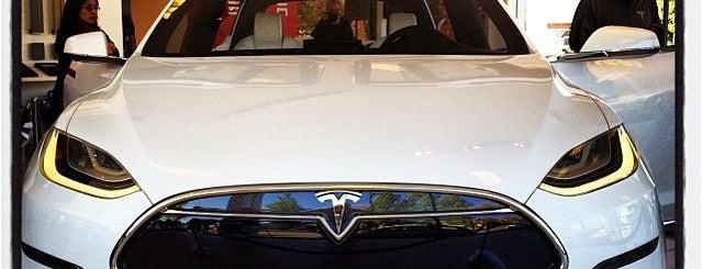 Tesla Motors Palo Alto is one of Lugares favoritos de Ailie.