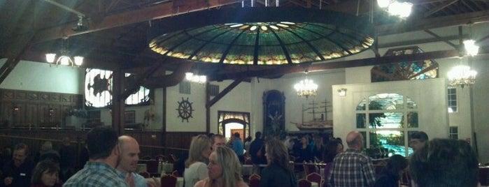 The Grand Banquet Hall is one of Locais curtidos por Emily.
