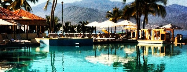 CasaMagna Marriott Puerto Vallarta Resort & Spa is one of สถานที่ที่ Migue ถูกใจ.