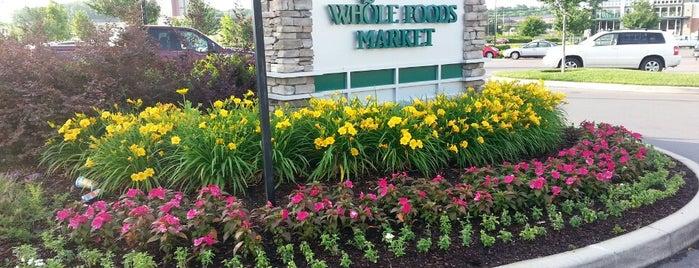 Whole Foods Market is one of Locais curtidos por Brady.