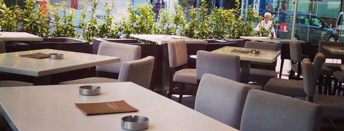 Pralina Cafe is one of สถานที่ที่ Michael ถูกใจ.