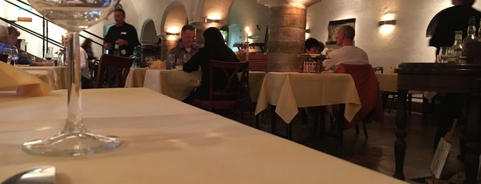 Restaurant De Prinsenkelder is one of Lieux qui ont plu à Marnix.