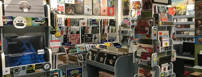 Deep Hanglemezbolt is one of Record Stores Worldwide.