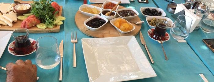 Yalıbaşı Yasemin Pansiyon Restaurant is one of Nihal'ın Beğendiği Mekanlar.