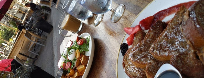 Maple Leaf Grille is one of Banff to-Dos.