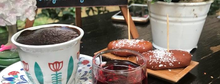 Tarihi Fidan Cafe is one of Orte, die Onur gefallen.