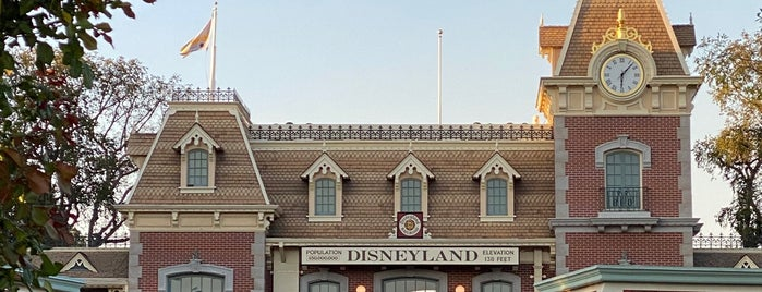 Disneyland Resort is one of Los Angles 🇺🇸.