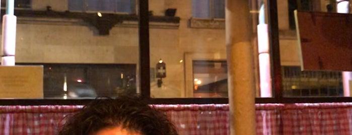 St Moritz Restaurant is one of Locais curtidos por Silvia.
