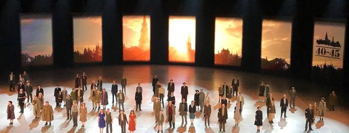 40-45 Spektakel-Musical is one of สถานที่ที่ Waldo ถูกใจ.