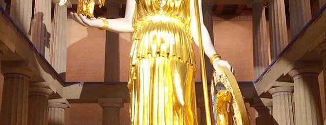 Athena's Statue is one of Zachary 님이 좋아한 장소.