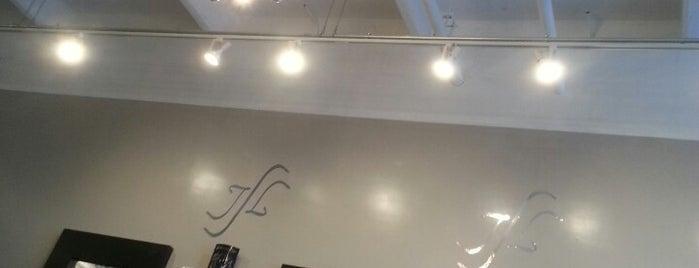 Salon J Ladner is one of Lugares favoritos de Jeffery.