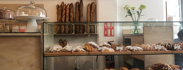 Bakers Panadería y Pastelería is one of Lieux sauvegardés par Omar.