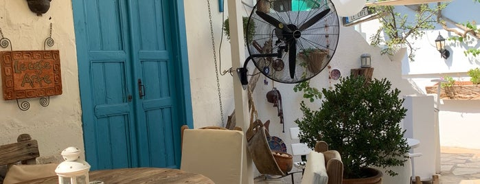 Le Café is one of สถานที่ที่บันทึกไว้ของ Esra.