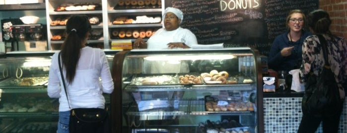 Holtman's Donut Shop is one of Posti che sono piaciuti a Karen.